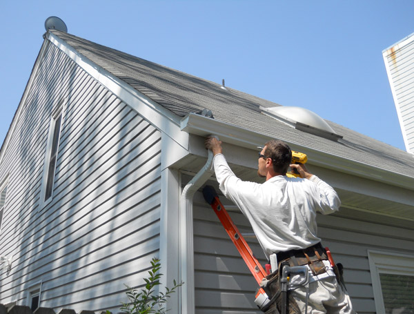 Gutter Installation: Traditional vs. Seamless Gutters • American ...